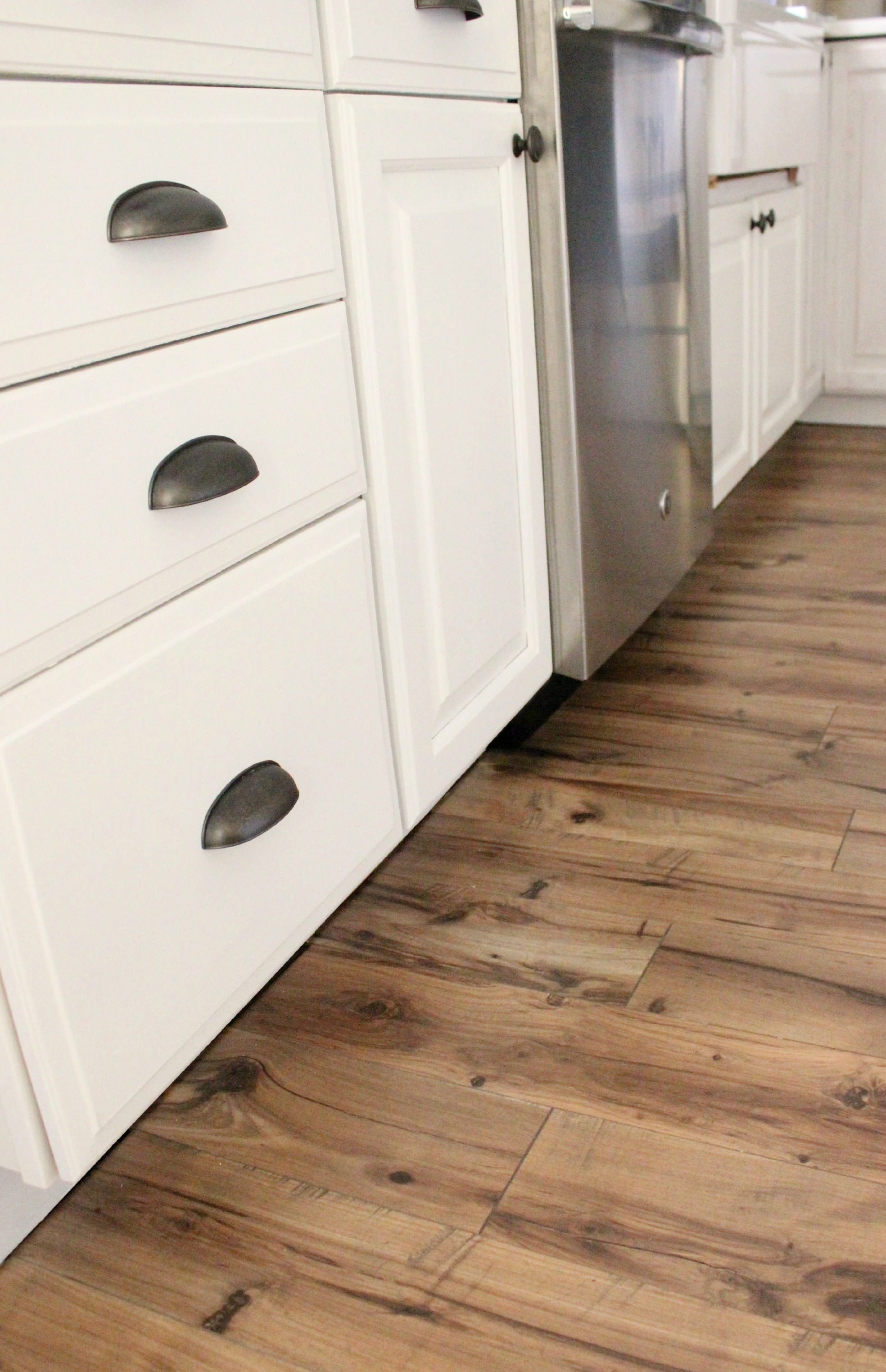 Lowes pergo casual living laminate review home design idea for Laminate flooring reviews